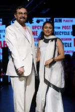 Kabir Bedi, Parveen Dusanj at Lakme Fashion Week 2017 on 17th Aug 2017 (21)_5995afdca012f.JPG