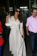 Priyanka Chopra Spotted At Airport on 17th Aug 2017 (2)_5995ab5f1b796.JPG