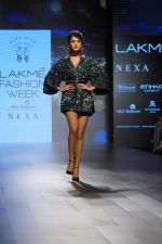 Sonal Chauhan Walks On Ramp For Sonal Verma At LFW Winter 2017 on 16th Aug 2017 (8)_599565835ac57.JPG