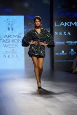 Sonal Chauhan Walks On Ramp For Sonal Verma At LFW Winter 2017 on 16th Aug 2017 (9)_59956584710de.JPG