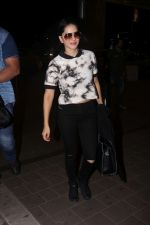 Sunny Leone Spotted At Airport on 16th Aug 2017 (3)_5995a06074108.JPG