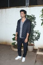 Vicky Kaushal at Special Screening of film Bareilly Ki Barfi on 16th Aug 2017 (9)_5995a083a5600.JPG