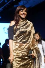 Manasi Scott At Lakme Fashion Week 2017 on 17th Aug 2017 (4)_5996c0a13c193.JPG