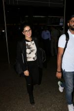Sunny Leone At International Airport on 17th Aug 2017 (3)_599691698195f.JPG