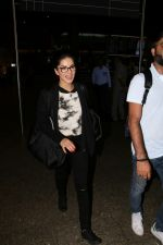 Sunny Leone At International Airport on 17th Aug 2017 (4)_5996916a0bb12.JPG
