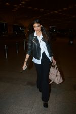 Athiya Shetty Spotted At Airport on 18th Aug 2017 (10)_599853b791c9e.JPG
