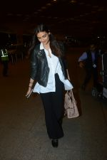 Athiya Shetty Spotted At Airport on 18th Aug 2017 (20)_599853bdde7f5.JPG