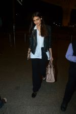 Athiya Shetty Spotted At Airport on 18th Aug 2017 (23)_599853c001566.JPG