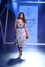 Rhea Chakraborty On Ramp Walk For Jodi And Caprese At LFW 2017 on 18th Aug 2017 (44)_59985ba0ee294.JPG