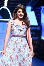 Rhea Chakraborty On Ramp Walk For Jodi And Caprese At LFW 2017 on 18th Aug 2017 (49)_59985ba3d79be.JPG