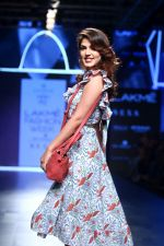 Rhea Chakraborty On Ramp Walk For Jodi And Caprese At LFW 2017 on 18th Aug 2017 (55)_59985ba77389d.JPG