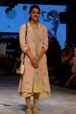 Shruti Seth As Guest At LFW 2017 on 18th Aug 2017 (10)_59985b8102904.JPG