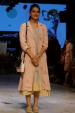 Shruti Seth As Guest At LFW 2017 on 18th Aug 2017 (11)_59985b81966f0.JPG