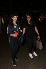 Yami Gautam Spotted At Airport  on 18th Aug 2017 (3)_5998545e4f025.JPG