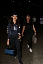 Yami Gautam Spotted At Airport  on 18th Aug 2017 (6)_5998546310207.JPG
