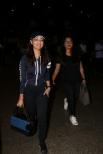 Yami Gautam Spotted At Airport  on 18th Aug 2017 (7)_59985464681c3.JPG