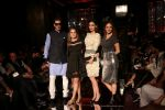 Zayed Khan, Sussanne Khan As Guest At LFW 2017 on 18th Aug 2017 (3)_59985bc38b443.JPG
