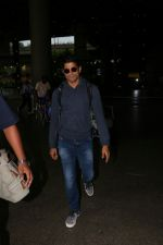 Farhan Akhtar Spotted At Airport on 19th Aug 2017 (3)_599924af2b6ee.JPG