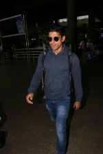 Farhan Akhtar Spotted At Airport on 19th Aug 2017 (6)_599924b31a200.JPG