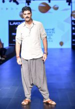 Sikandar Kher As A Guest For LFW 2017 on 19th Aug 2017 (10)_599928402209b.jpg