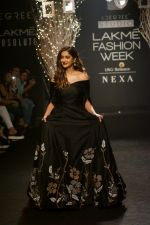 Ileana D_Cruz Walks Ramp For De Belle At LFW Winter Festive 2017 on 20th Aug 2017 (17)_599a8353e321b.JPG