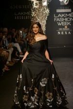 Ileana D_Cruz Walks Ramp For De Belle At LFW Winter Festive 2017 on 20th Aug 2017 (20)_599a83569122e.JPG