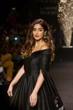 Ileana D_Cruz Walks Ramp For De Belle At LFW Winter Festive 2017 on 20th Aug 2017 (23)_599a8358b1ebb.JPG