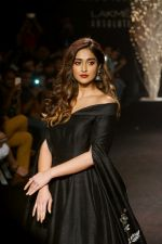 Ileana D_Cruz Walks Ramp For De Belle At LFW Winter Festive 2017 on 20th Aug 2017 (26)_599a835a84a1c.JPG