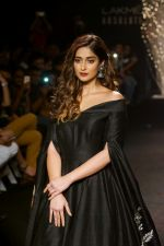 Ileana D_Cruz Walks Ramp For De Belle At LFW Winter Festive 2017 on 20th Aug 2017 (28)_599a835bb5833.JPG