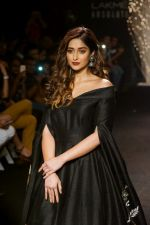 Ileana D_Cruz Walks Ramp For De Belle At LFW Winter Festive 2017 on 20th Aug 2017 (29)_599a835c545b2.JPG
