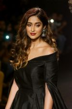 Ileana D_Cruz Walks Ramp For De Belle At LFW Winter Festive 2017 on 20th Aug 2017 (34)_599a835ece0b8.JPG