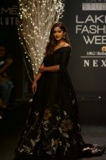 Ileana D_Cruz Walks Ramp For De Belle At LFW Winter Festive 2017 on 20th Aug 2017 (37)_599a8360bbba8.JPG