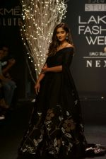 Ileana D_Cruz Walks Ramp For De Belle At LFW Winter Festive 2017 on 20th Aug 2017 (38)_599a8361509c5.JPG