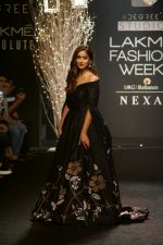 Ileana D_Cruz Walks Ramp For De Belle At LFW Winter Festive 2017 on 20th Aug 2017 (40)_599a83627dc3d.JPG