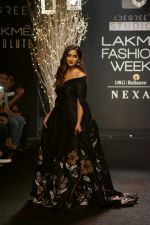 Ileana D_Cruz Walks Ramp For De Belle At LFW Winter Festive 2017 on 20th Aug 2017 (42)_599a83643317f.JPG