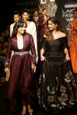 Ileana D_Cruz Walks Ramp For De Belle At LFW Winter Festive 2017 on 20th Aug 2017 (51)_599a8369cf860.JPG