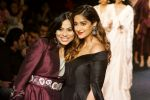 Ileana D_Cruz Walks Ramp For De Belle At LFW Winter Festive 2017 on 20th Aug 2017 (55)_599a836c49ca2.JPG