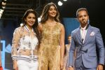 Pooja Hegde, Raghav Sachar Walks Ramp For Sonaakshi Raaj At LFW Winter Festive 2017 on 20th Aug 2017 (12)_599a7e7f695ae.JPG