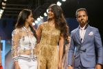 Pooja Hegde, Raghav Sachar Walks Ramp For Sonaakshi Raaj At LFW Winter Festive 2017 on 20th Aug 2017 (13)_599a7e80010da.JPG