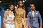 Pooja Hegde, Raghav Sachar Walks Ramp For Sonaakshi Raaj At LFW Winter Festive 2017 on 20th Aug 2017 (5)_599a7e7d2f4e4.JPG