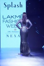 Sunny Leone Walks Ramp For Splash Show At LFW Winter Festive 2017 on 20th Aug 2017 (46)_599a883139e02.JPG