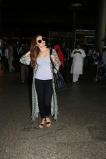 Monica Bedi Spotted At Airport on 21st Aug 2017 (16)_599bce3bc876e.JPG