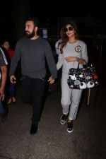 Shilpa Shetty & Raj Kundra Spotted At Airport on 23rd Aug 2017 (28)_599d48b22c7a3.JPG