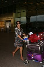 Shriya Saran Spotted At Airport on 22nd Aug 2017 (2)_599d23112f330.JPG