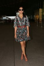 Shriya Saran Spotted At Airport on 22nd Aug 2017 (4)_599d2313cccef.JPG