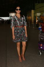 Shriya Saran Spotted At Airport on 22nd Aug 2017 (8)_599d231938079.JPG