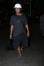 Sunil Grover Spotted At Airport on 23rd Aug 2017 (1)_599d48a092e7e.JPG