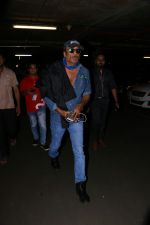 Jackie Shroff Spotted At Airport on 23rd Aug 2017 (4)_599e71277c3bd.JPG
