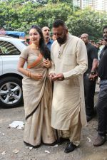 Sanjay Dutt, Manyata Dutt At The Shoot For The Ganesh Aarti on 23rd Aug 2017 (13)_599e750eaf551.JPG