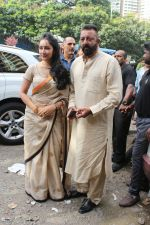 Sanjay Dutt, Manyata Dutt At The Shoot For The Ganesh Aarti on 23rd Aug 2017 (15)_599e750f83302.JPG